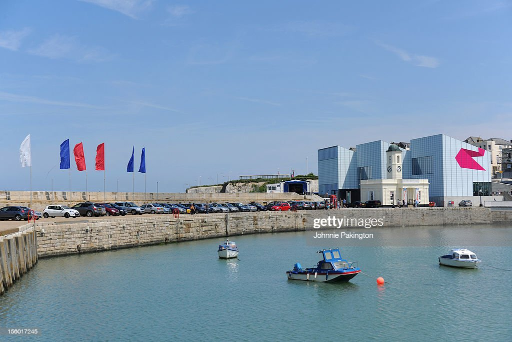 Harbour, Flags and Turner Contemporary : Stock Photo