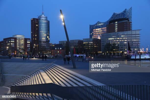 Harbour promenade and Elbphilharmonie at dusk