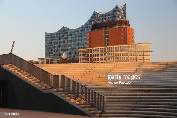Harbour promenade and Elbphilharmonie