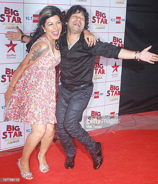 Hard Kaur and Kailash Kher at BIG STAR Entertainment Awards '10' at Bhavan's Ground Andheri on December 21 2010