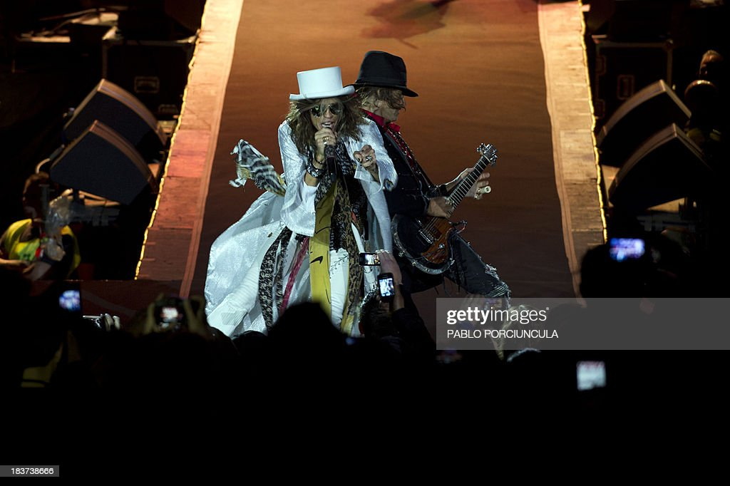 US hard rock band Aerosmith's singer Steve Tyler (l) and guitarist Joe Perry perform at the Centenario stadium in Montevideo on October 9, 2013. AFP PHOTO / Pablo PORCIUNCULA