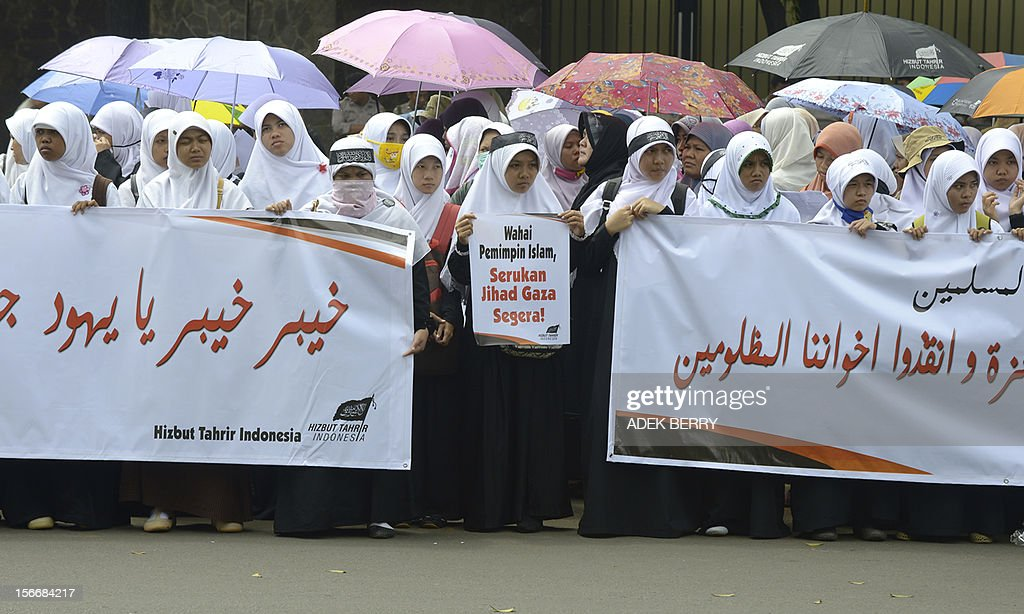 Hardline Muslim activists from the Indonesian branch of pro-Caliphate organisation Hizb ut-Tahrir Indonesia (HTI) hold a protest against the Israel and US governments outside the US embassy as well as against fresh Israeli air strikes on the Gaza Strip, during a rally in Jakarta on November 19, 2012. Indonesia, the world's most populous Muslim nation, with 240 million people, is a strong supporter of the Palestinian cause. AFP PHOTO / ADEK BERRY