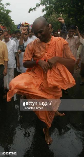 MUMBAI INDIA JUNE 27 2006 Hare Rama Hare Krishan ISKCON Unwilling to divulge any details about himselfa devotee dances during the rath yatra at Mira...