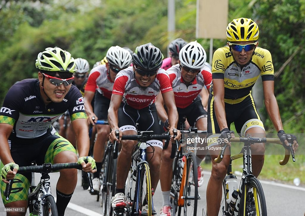 Hari Fitrianto of Black Inc Cycling Team competes during stage eight of the 2016 Tour de Singkarak Bukittinggi Padang 146 km on August 14 2016 in...