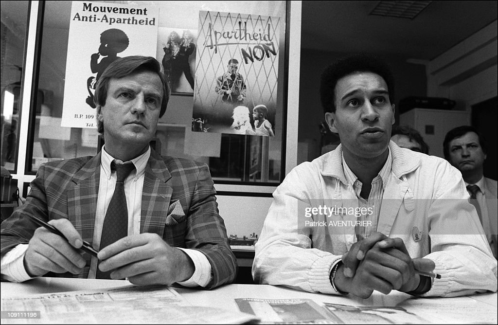 Harlem Desir + Kouchner Ctre Apartheid On October 6, 1986 In Paris, France. <a gi-track='captionPersonalityLinkClicked' href=/galleries/search?phrase=Bernard+Kouchner&family=editorial&specificpeople=2033085 ng-click='$event.stopPropagation()'>Bernard Kouchner</a> And Harlem Desir.