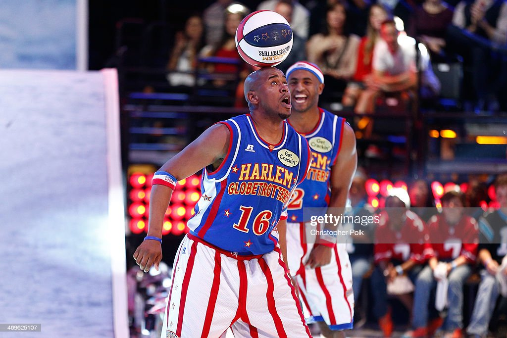 Harlem Globetrotters Scooter (L) and Dizzy peform onstage during Cartoon Network's fourth annual Hall of Game Awards at Barker Hangar on February 15, 2014 in Santa Monica, California.