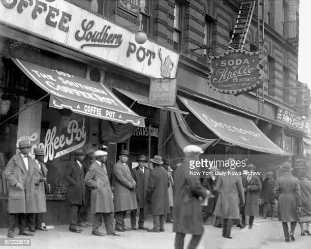 Harlem street scene in the 1920s