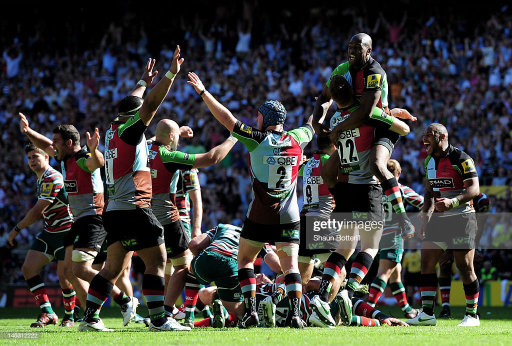 Harlequins players celebrate their victory as the final whistle blows during the Aviva Premiership final between Harlequins and Leicester Tigers at...