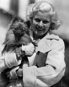 Harlow Jean * Schauspielerin USA Portrait mit ihrem Hund 1933