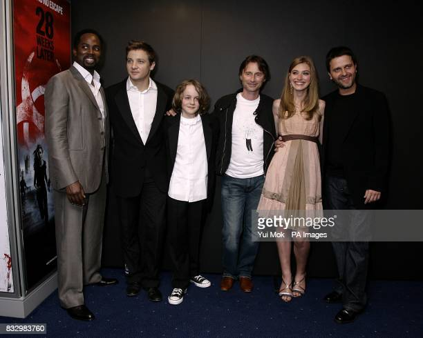 Harold Perrineau Jeremy Renner Mackintosh Muggleton Robert Carlyle Imogen Poots and Juan Carlos Fresnadillo arrive for the premiere of 28 Weeks Later...