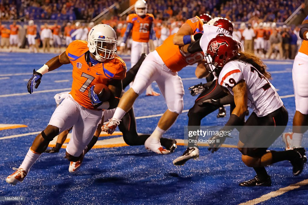 D.J. Harper #7 of the Boise State Broncos runs the ball against the San Diego State Aztecs at Bronco Stadium on November 3, 2012 in Boise, Idaho.
