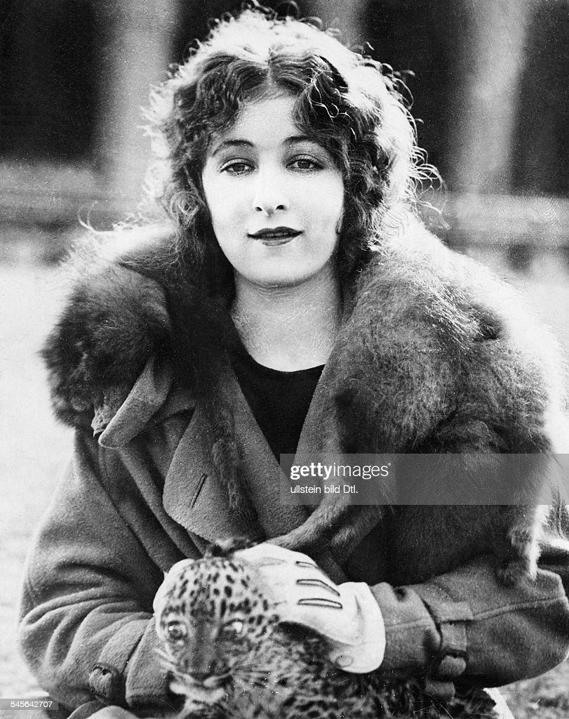 Mildred Harris net worth