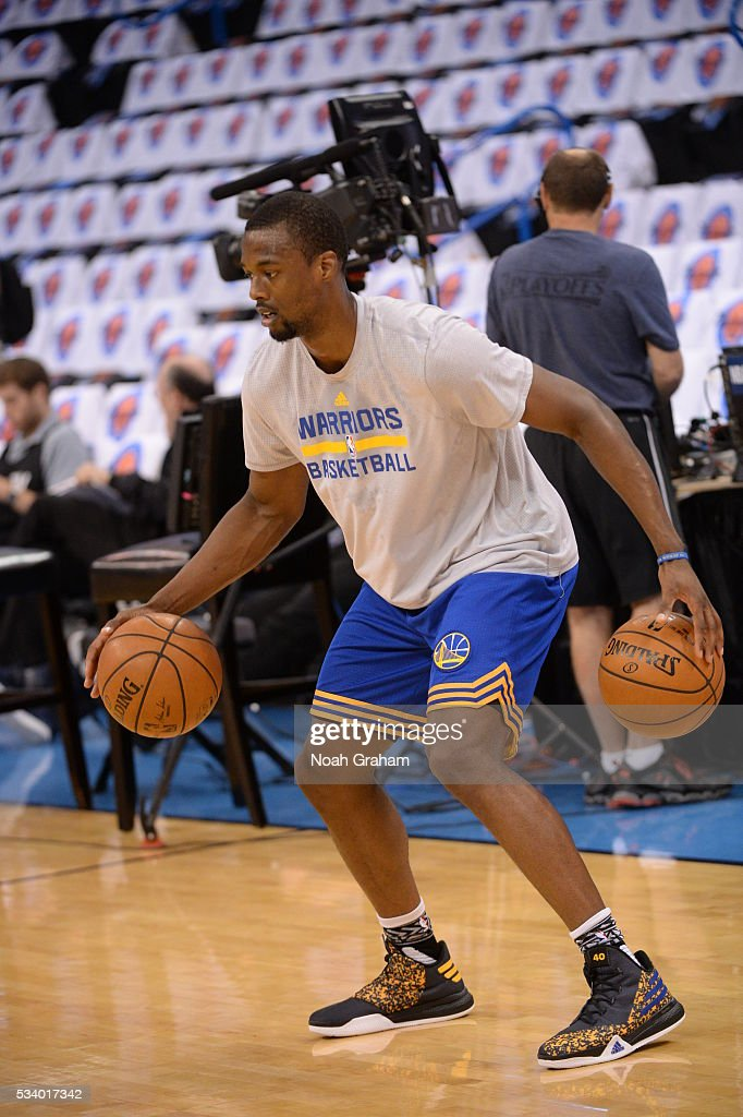 <a gi-track='captionPersonalityLinkClicked' href=/galleries/search?phrase=Harrison+Barnes&family=editorial&specificpeople=6893973 ng-click='$event.stopPropagation()'>Harrison Barnes</a> #40 of the Golden State Warriors warms up prior to Game Four of the Western Conference Finals between the Golden State Warriors and Oklahoma City Thunder during the 2016 NBA Playoffs on May 24, 2016 at Chesapeake Energy Arena in Oklahoma City, Oklahoma.