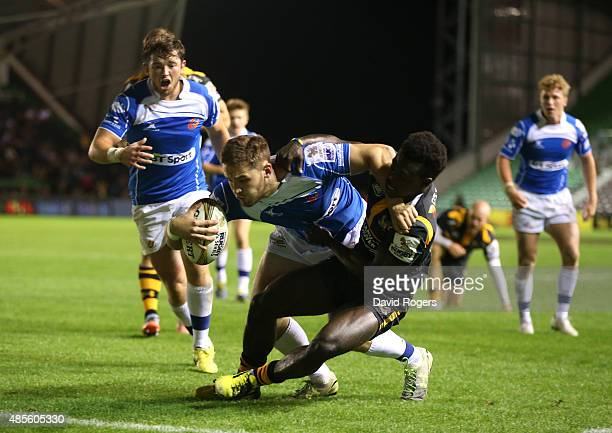 Harrison Keddie of Newport Gwent Dragons dives past Christian Wade to score the match winning try in the final against Wasps during the Singha...