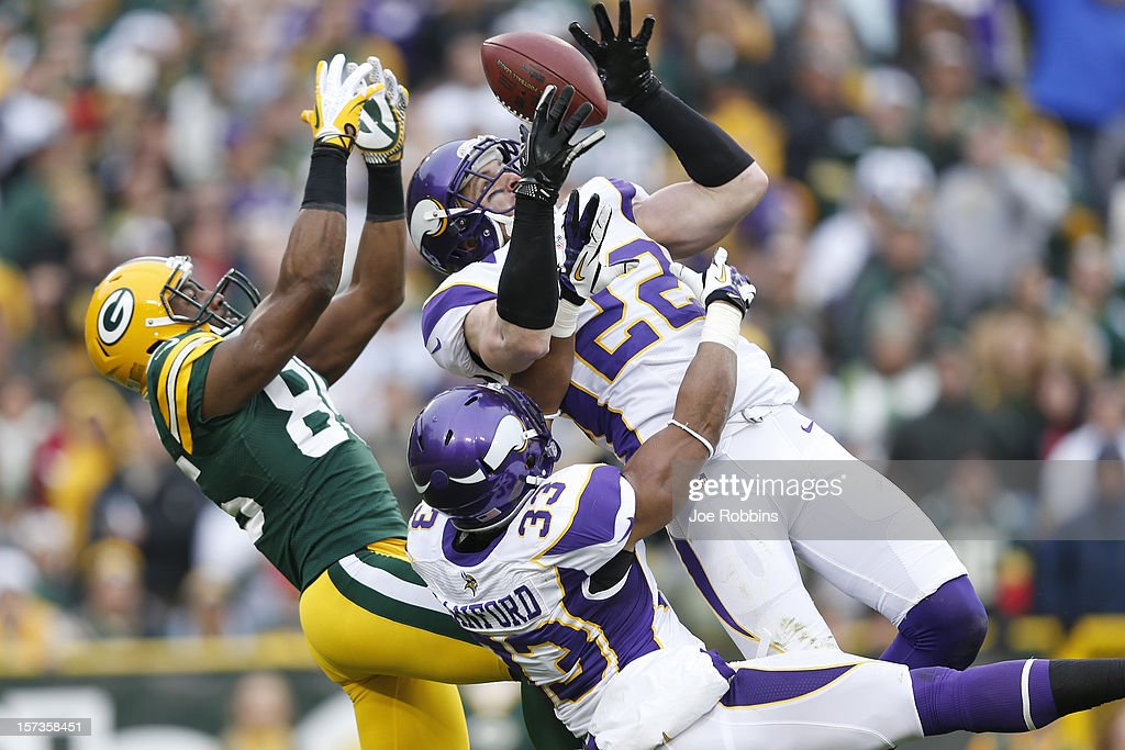 Harrison Smith #22 of the Minnesota Vikings intercepts a pass intended for <a gi-track='captionPersonalityLinkClicked' href=/galleries/search?phrase=Greg+Jennings+-+American+football-speler&family=editorial&specificpeople=2117148 ng-click='$event.stopPropagation()'>Greg Jennings</a> #85 of the Green Bay Packers during the game at Lambeau Field on December 2, 2012 in Green Bay, Wisconsin. The Packers won 23-14.