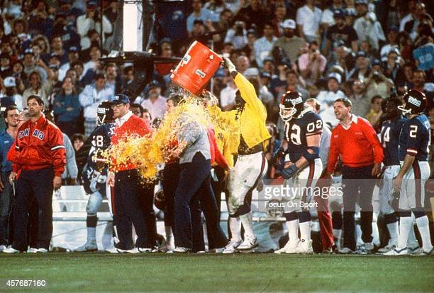 Harry Carson of the New York Giants dumps gatorade on head coach Bill Parcells after they defeated the Denver Broncos in Super Bowl XXI on January 26...