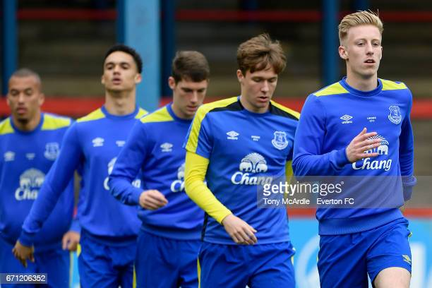 Harry Charsley of Everton U23 and team mates before the Premier League 2 match between Chelsea U23 and Everton U23 at the EBB Stadium on April 21...