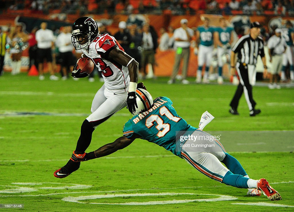 <a gi-track='captionPersonalityLinkClicked' href=/galleries/search?phrase=Harry+Douglas&family=editorial&specificpeople=2108859 ng-click='$event.stopPropagation()'>Harry Douglas</a> #83 of the Atlanta Falcons runs with a catch against Richard Marshall #31 of the Miami Dolphins at Sun Fife Stadium on August 24, 2012 in Miami Gardens, Florida.