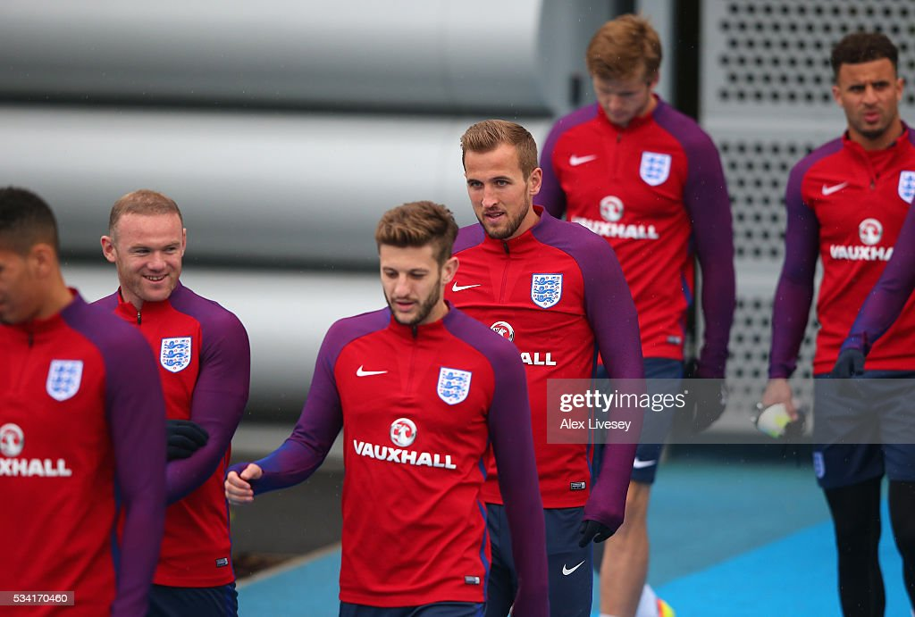 <a gi-track='captionPersonalityLinkClicked' href=/galleries/search?phrase=Harry+Kane+-+Futbolista&family=editorial&specificpeople=13636610 ng-click='$event.stopPropagation()'>Harry Kane</a> and the England Squad walk out to training during the England training session at Manchester City Football Academy on May 25, 2016 in Manchester, England.