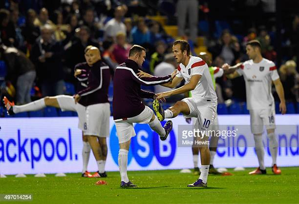 Harry Kane and Wayne Rooney of England warm up with team mates prior to the international friendly match between Spain and England at Jose Rico Perez...