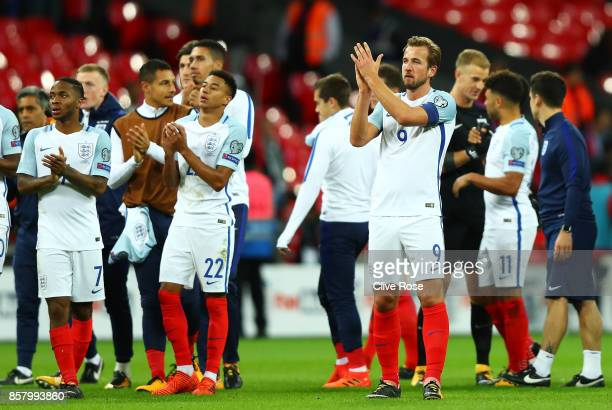 Harry Kane of England and team mates celebrate victory and World Cup Finals qualification after the FIFA 2018 World Cup Group F Qualifier between...