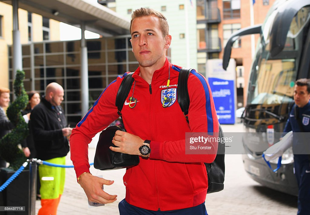 <a gi-track='captionPersonalityLinkClicked' href=/galleries/search?phrase=Harry+Kane+-+Soccer+Player&family=editorial&specificpeople=13636610 ng-click='$event.stopPropagation()'>Harry Kane</a> of England arrives at the team hotel on the eve of their international friendly against Australia at the Hilton Gateshead on May 26, 2016 in Newcastle upon Tyne, England.