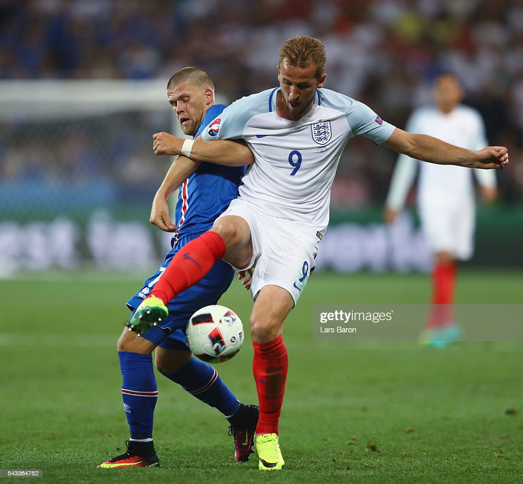 <a gi-track='captionPersonalityLinkClicked' href=/galleries/search?phrase=Harry+Kane+-+Soccer+Player&family=editorial&specificpeople=13636610 ng-click='$event.stopPropagation()'>Harry Kane</a> of England controls the ball under pressure of Johann Gudmundsson of Iceland during the UEFA EURO 2016 round of 16 match between England and Iceland at Allianz Riviera Stadium on June 27, 2016 in Nice, France.