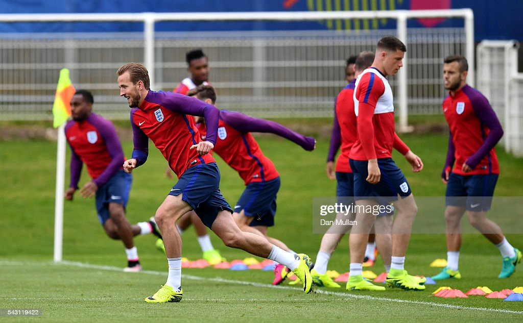 <a gi-track='captionPersonalityLinkClicked' href=/galleries/search?phrase=Harry+Kane+-+Soccer+Player&family=editorial&specificpeople=13636610 ng-click='$event.stopPropagation()'>Harry Kane</a> of England warms up during a training session ahead of the UEFA Euro 2016 match against Iceland at Stade du Bourgognes on June 26, 2016 in Chantilly, France.