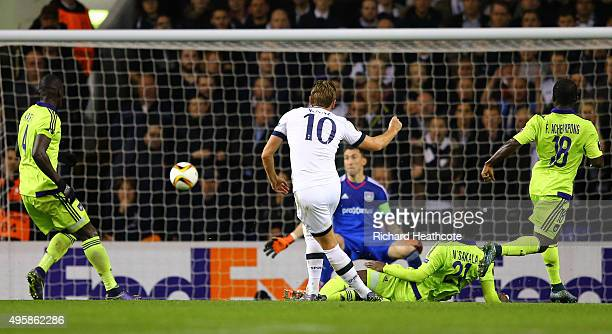 Harry Kane of Spurs scores the opening goal during the UEFA Europa League Group J match between Tottenham Hotspur FC and RSC Anderlecht at White Hart...