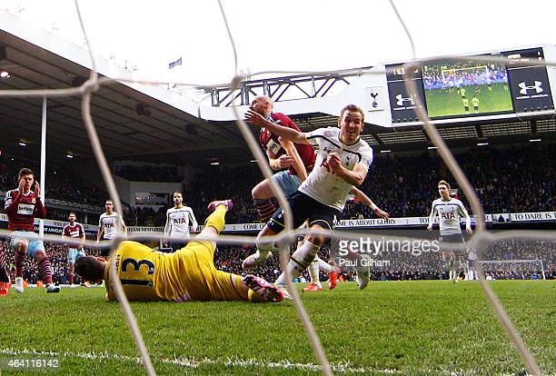 Harry Kane of Spurs turns away to celebrate after scoring past goalkeeper Adrian of West Ham from the penalty rebound to level the scores at 22...