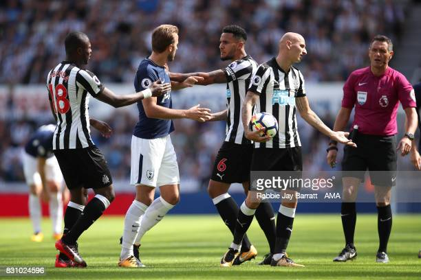 Harry Kane of Tottenham Hotspur and Jonjo Shelvey of Newcastle United have a disagreement which leads to Jonjo Shelvey of Newcastle United being sent...