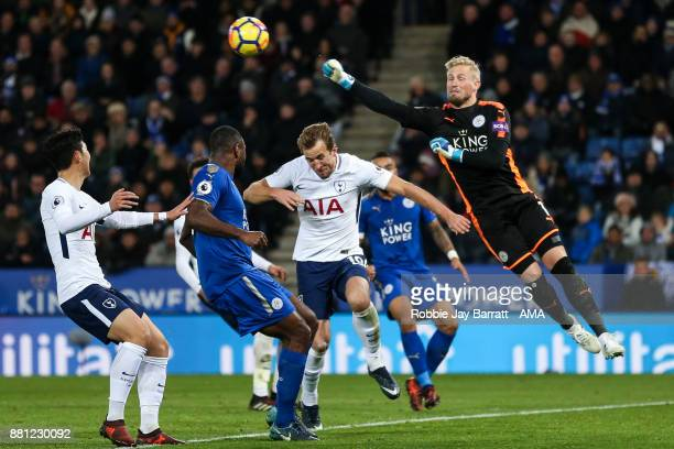 Harry Kane of Tottenham Hotspur and Kasper Schmeichel of Leicester City during the Premier League match between Leicester City and Tottenham Hotspur...