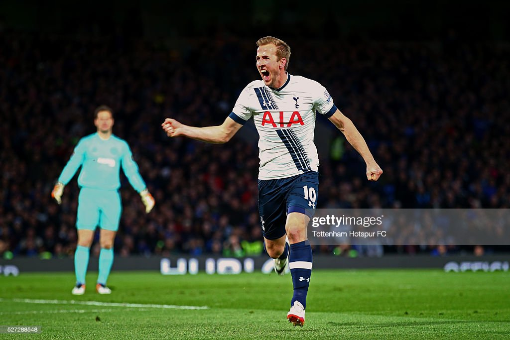 Harry Kane of Tottenham Hotspur celebrates after scoring the opening goal during the Barclays Premier League match between Chelsea and Tottenham Hotspur at Stamford Bridge on May 02, 2016 in London, England.jd