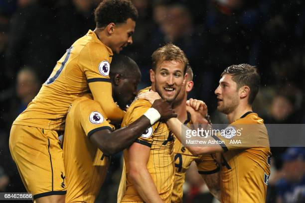 Harry Kane of Tottenham Hotspur celebrates scoring a goal to make it 13 with his teammates during the Premier League match between Leicester City and...