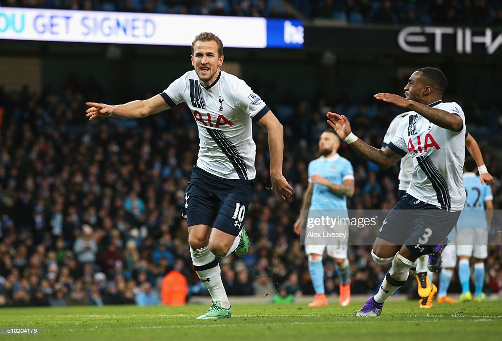 <a gi-track='captionPersonalityLinkClicked' href=/galleries/search?phrase=Harry+Kane+-+Fotbollsspelare&family=editorial&specificpeople=13636610 ng-click='$event.stopPropagation()'>Harry Kane</a> of Tottenham Hotspur celebrates scoring his penalty with <a gi-track='captionPersonalityLinkClicked' href=/galleries/search?phrase=Danny+Rose+-+Fotbollsspelare+v%C3%A4nsterback+-+F%C3%B6dd+1990&family=editorial&specificpeople=11649918 ng-click='$event.stopPropagation()'>Danny Rose</a> during the Barclays Premier League match between Manchester City and Tottenham Hotspur at Etihad Stadium on February 14, 2016 in Manchester, England.
