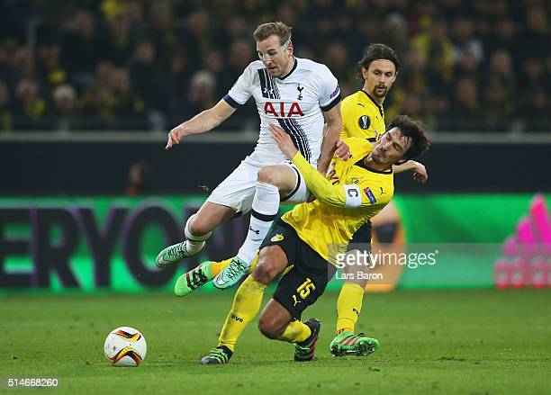 Harry Kane of Tottenham Hotspur is challenged by Mats Hummels of Borussia Dortmund during the UEFA Europa League Round of 16 first leg match between...
