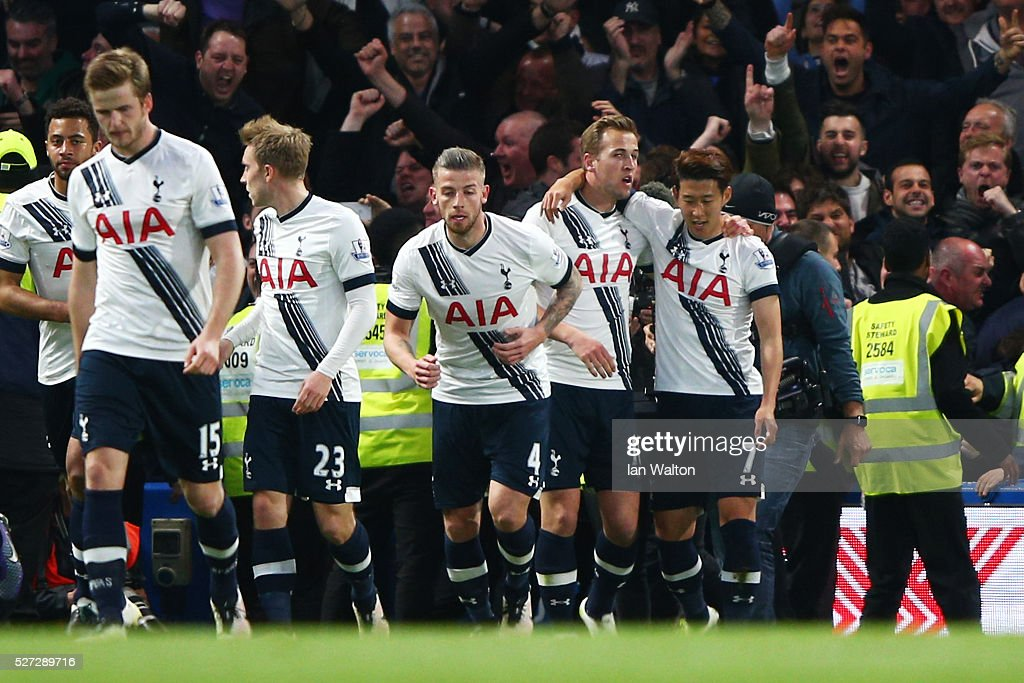 Harry Kane (2nd R) of Tottenham Hotspur is congratulated by teammates after scoring the opening goal during the Barclays Premier League match between Chelsea and Tottenham Hotspur at Stamford Bridge on May 02, 2016 in London, England.