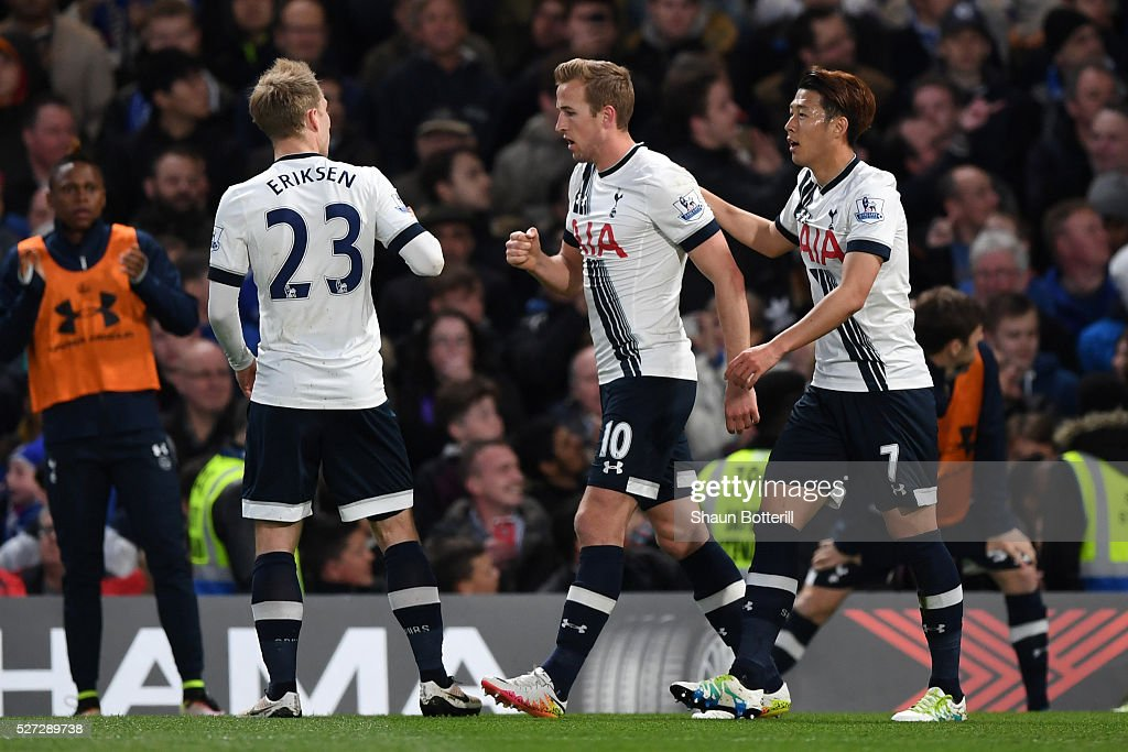 Harry Kane (C) of Tottenham Hotspur is congratulated by teammates after scoring the opening goal during the Barclays Premier League match between Chelsea and Tottenham Hotspur at Stamford Bridge on May 02, 2016 in London, England.
