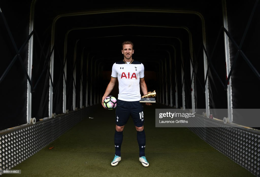 Harry Kane of Tottenham Hotspur poses in the tunnel with the golden boot and match ball after the Premier League match between Hull City and Tottenham Hotspur at KC Stadium on May 21, 2017 in Hull, England.