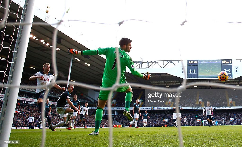 Harry Kane of Tottenham Hotspur (L) scores his sides fourth goal during the Premier League match between Tottenham Hotspur and West Bromwich Albion at White Hart Lane on January 14, 2017 in London, England.