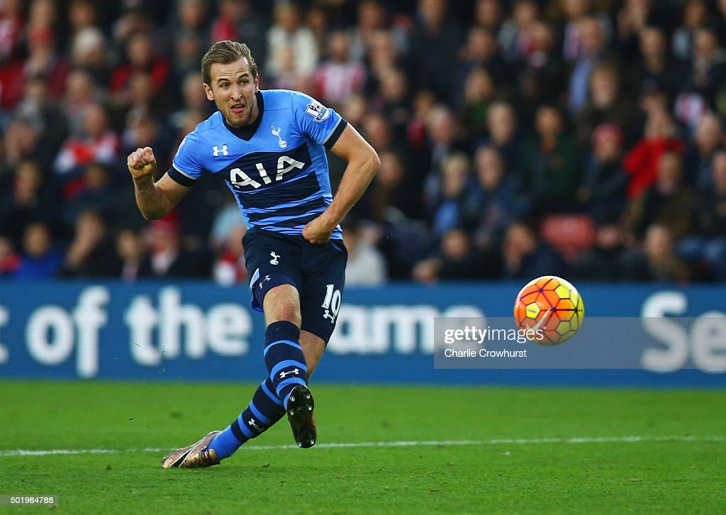 Harry Kane of Tottenham Hotspur socres their first goal during the Barclays Premier League match between Southampton and Tottenham Hotspur at St Mary's Stadium on December 19, 2015 in Southampton, England.