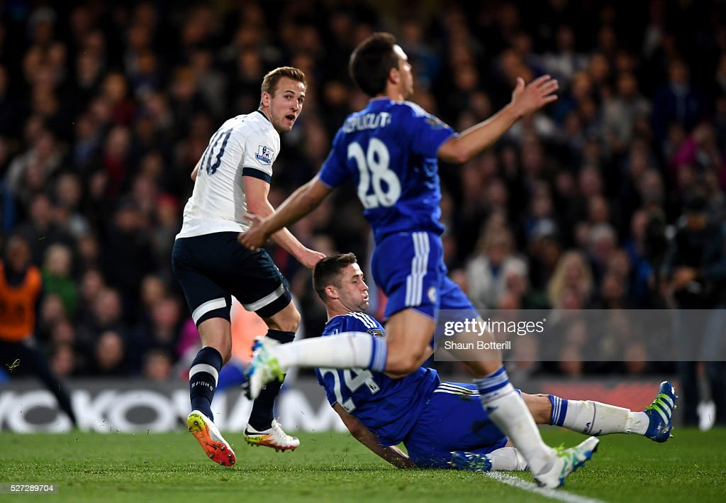 Harry Kane of Tottenham Hotspur turns away to celebrate after scoring the opening goal during the Barclays Premier League match between Chelsea and Tottenham Hotspur at Stamford Bridge on May 02, 2016 in London, England.jd