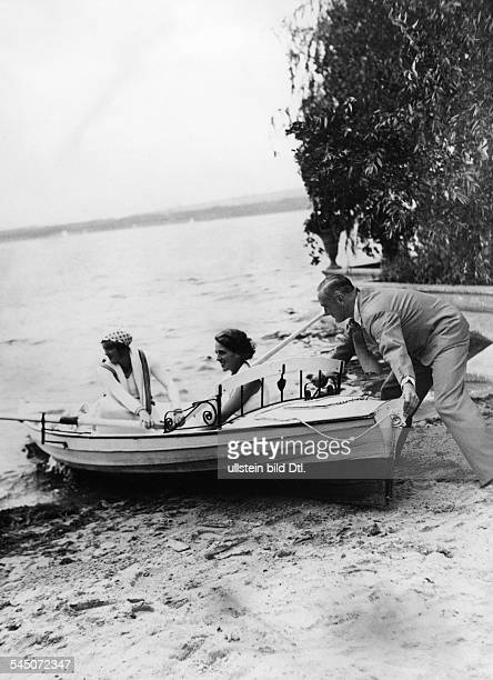 Harry Liedtke *12101882 Actor Germany going boating at the Scharmützelsee lake near Berlin with Käthe Dorsch and Christa Tordy 1930 Photographer...