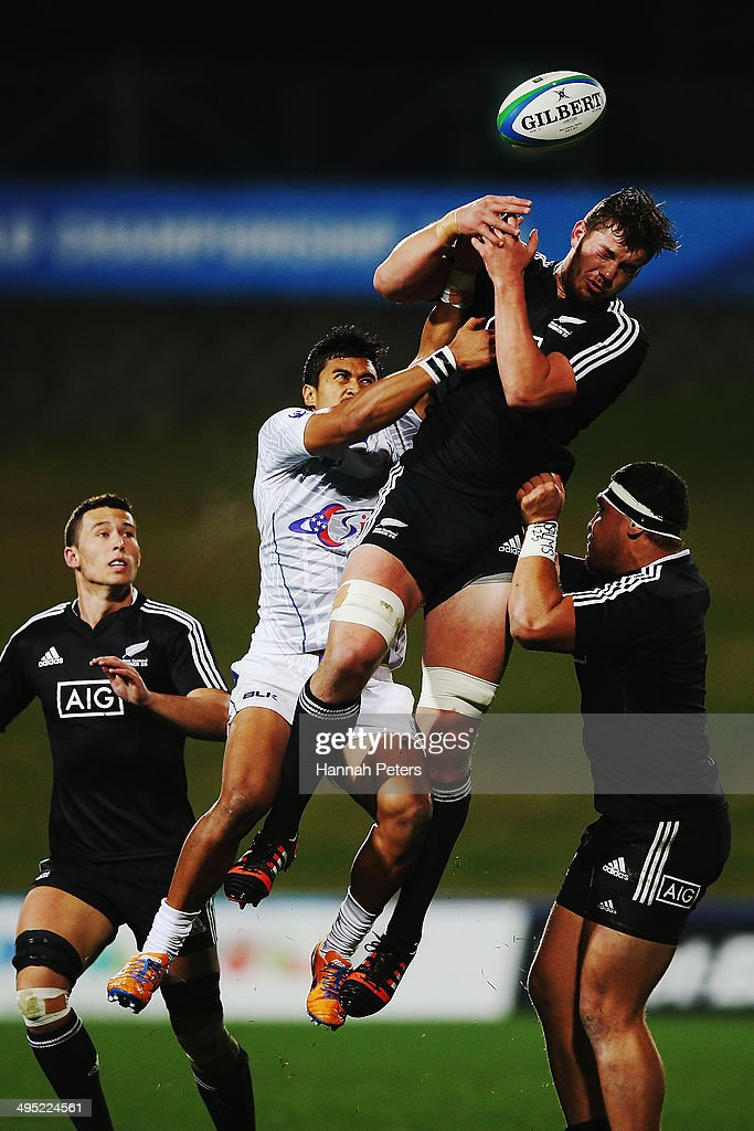 Harry Luteru of Samoa competes with Geoffrey Cridge of New Zealand for the ball during the 2014 Junior World Championships match between New Zealand and Samoa at QBE Stadium on June 2, 2014 in Auckland, New Zealand.