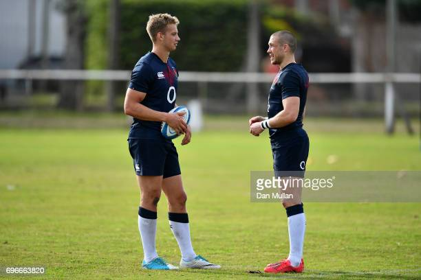 Harry Mallinder of England talks with Mike Brown of England during a training session at Club Universitario on June 16 2017 in Santa Fe Santa Fe