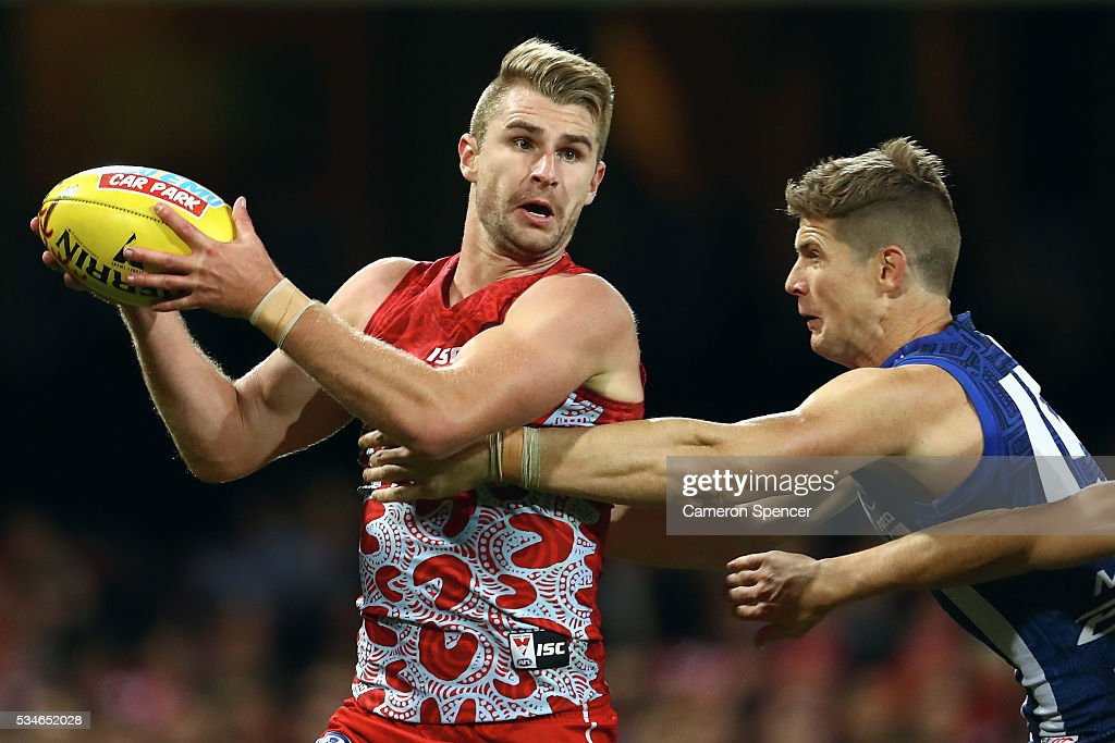 Harry Marsh of the Swans looks to pass during the round 10 AFL match between the Sydney Swans and the North Melbourne Kangaroos at Sydney Cricket Ground on May 27, 2016 in Sydney, Australia.