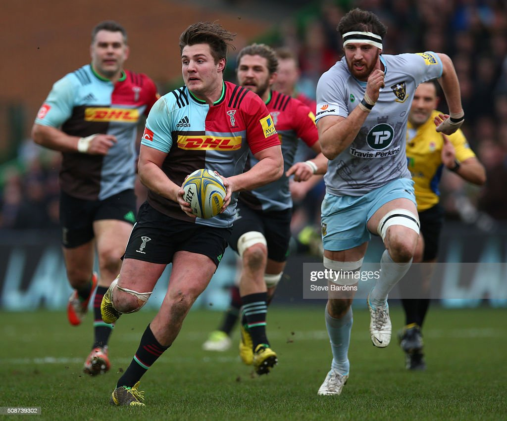Harry Sloan of Harlequins breaks away from <a gi-track='captionPersonalityLinkClicked' href=/galleries/search?phrase=Tom+Wood+-+Rugby+Player&family=editorial&specificpeople=7472332 ng-click='$event.stopPropagation()'>Tom Wood</a> of Northampton Saints during the Aviva Premiership match between Harlequins and Northampton Saints at Twickenham Stoop on February 6, 2016 in London, England.