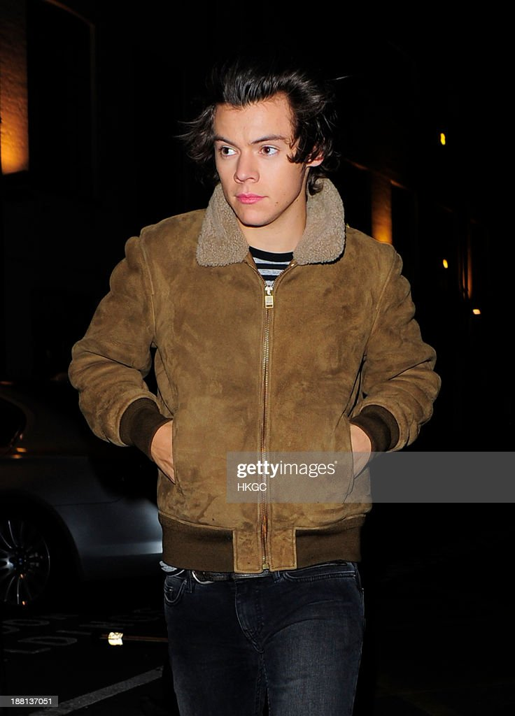 <a gi-track='captionPersonalityLinkClicked' href=/galleries/search?phrase=Harry+Styles&family=editorial&specificpeople=7229830 ng-click='$event.stopPropagation()'>Harry Styles</a> arrives at Highgate Studios on November 15, 2013 in London, England.