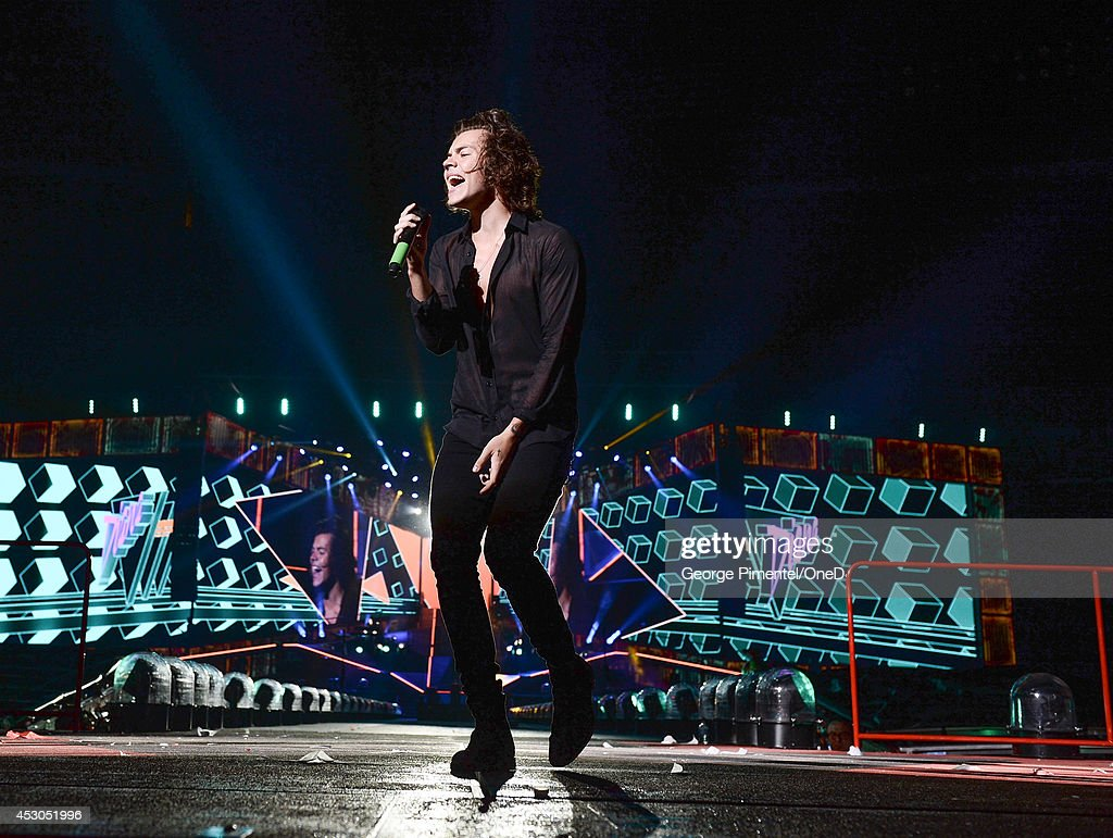 <a gi-track='captionPersonalityLinkClicked' href=/galleries/search?phrase=Harry+Styles&family=editorial&specificpeople=7229830 ng-click='$event.stopPropagation()'>Harry Styles</a> from One Direction performs in Concert for the 'Where We Are 2014' Tour at Rogers Centre on August 1, 2014 in Toronto, Canada.