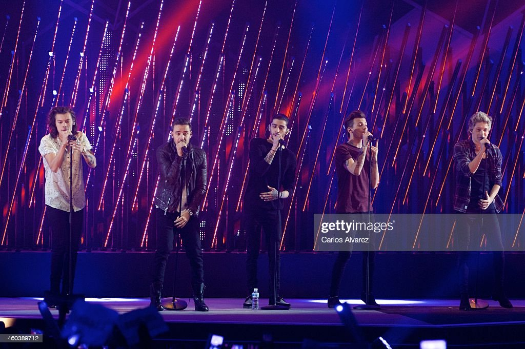 Harry Styles Liam Payne Zayn Malik Louis Tomlinson and Niall Horan of One Direction perform on stage during the '40 Principales' awards 2013 ceremony...